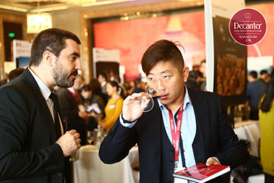 Image: a visitor at Decanter Shanghai Fine Wine Encounter 2015 Grand Tasting