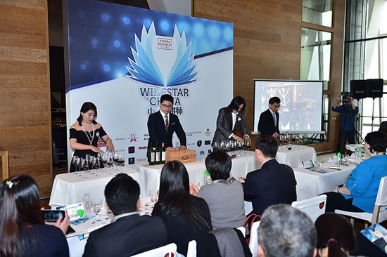 Image: LI Siwei performing with Chinese wine educators at Wine Stars of China, credit Aroma Republic