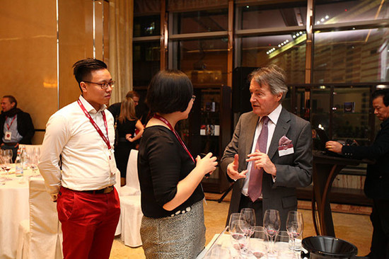 Image: Chinese wine lovers with speaker Steven Spurrier at Chinese wine tasting during 2015 Decanter Shanghai Fine Wine Encounter