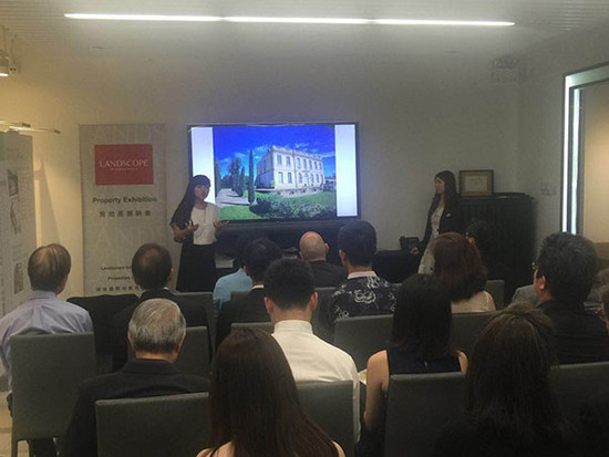 Image: LI Lijuan of Maxwell-Storrie-Baynes hosting a seminar at The Key Gallery at Vinexpo Hong Kong, credit LI Lijuan