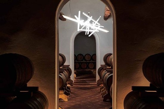 "图片:Bob Wilson,展品""Traviata"",Fèlsina winery。图片版权:www.artthunt.com"