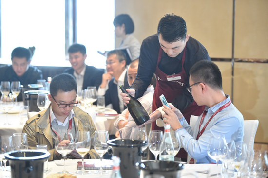 Image: Chinese sommelier