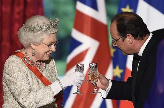 Queen Elizabeth II has launched her own English sparkling. Credit: ERIC FEFERBERG/AFP/Getty Images