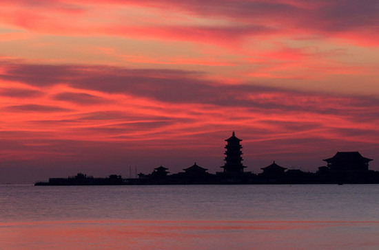 A new dawn for DBR Lafite in China? A seascape from Penglai in Shandong province. Credit: Xinhua / Alamy Stock Photo