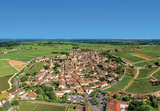 Below: aerial view of the town of St-Emilion and surrounding vineyards, added to the UNESCO World Heritage list in 1999