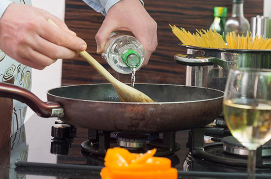 What is best to use in your cooking? Credit: moodboard / Alamy Stock Photo