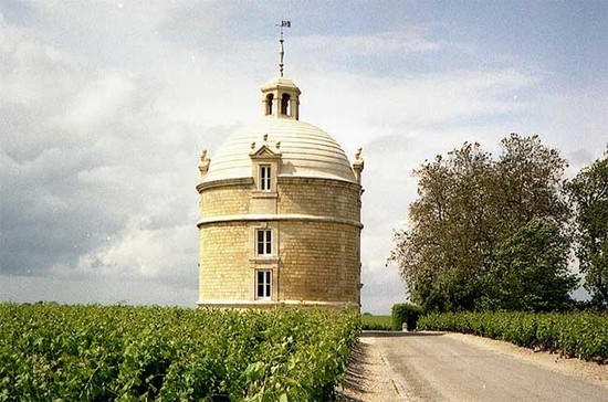 The tower at Château Latour. Credit: Benjamin Zingg, Wikipedia