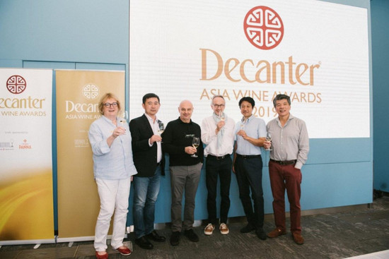 The seven vice chairs of Decanter Asia Wine Awards 2019