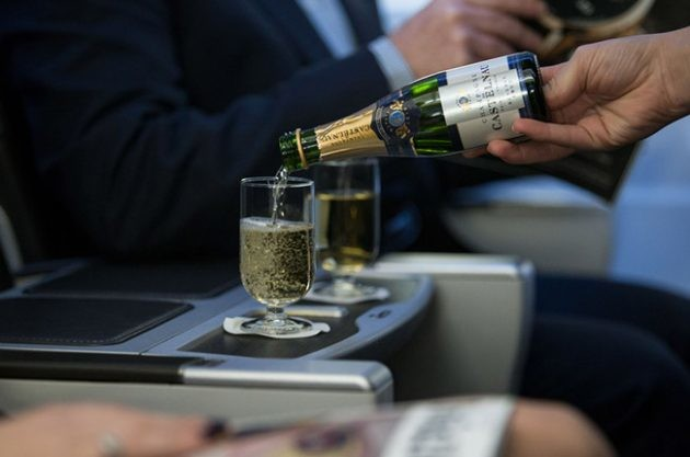 Does wine taste different on an airplane? – ask Decanter
