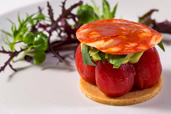 Plum tomato tart with Parmesan biscuit, avocado and chorizo – recipes and wine pairings