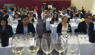 consumers at the Vinexpo Chinese wine tasting organised by CEEV and CADA