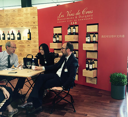 'We speak Chinese' signage at Vinexpo 2015
